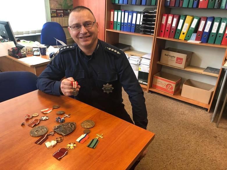 Słupska policja szuka właściciela medali i odznaczeń (zdjęcia)