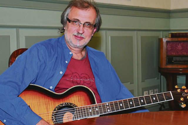 Grzegorz Bukała jest autorem blisko 90 piosenek. Jak przyznaje, próbował żyć bez pisania piosenek, ale nie sprawia mu to frajdy