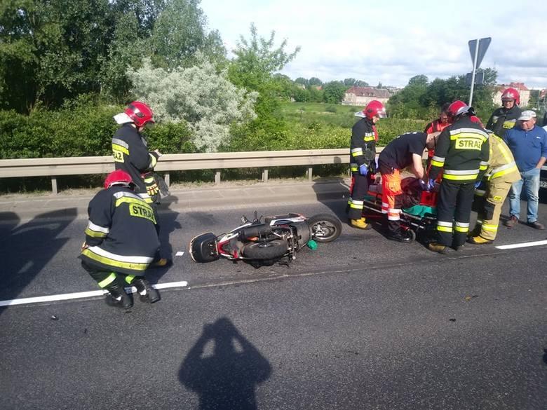 Do wypadku doszło po godz. 8.00 w środę, 29 maja, na moście na Trasie Nadwarciańskiej w Gorzowie. Starszy mężczyzna jechał Trasą Nadwarciańską w kierunku
