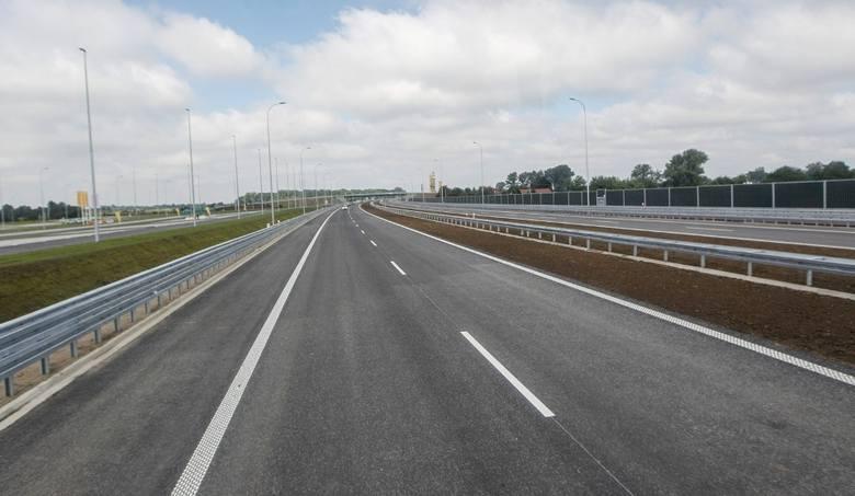 Niejednokrotnie narzekaliście na to, że w Wielkopolsce i Polsce brakuje dróg ekspresowych i autostrad? Okazuje się, że w całym kraju jest ich ponad 4000