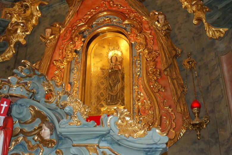 W kościele w Markowicach umieszczona jest rzeźba Madonny z Dzieciątkiem z drugiej połowy XV wieku. Pierwotnie figura znajdowała się w klasztorze w Trzebnicy