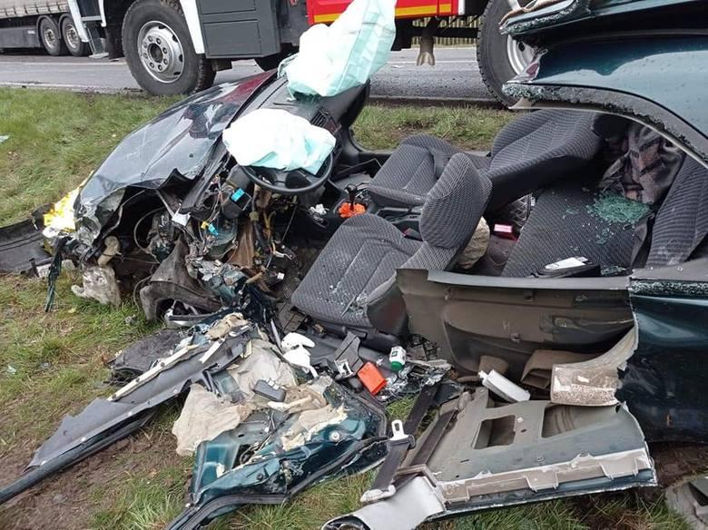Do groźnego wypadku doszło w Bojadłach, na wjeździe do miejscowości od strony Sulechowa. Na miejsce wysłano sześć zastępów strażaków, pogotowie oraz
