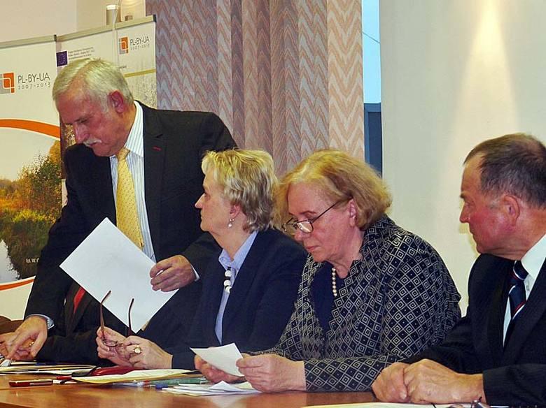 Nowi radni powiatu hajnowskiego wybrali zarząd. Mirosław Romaniuk starostą (zdjęcia)