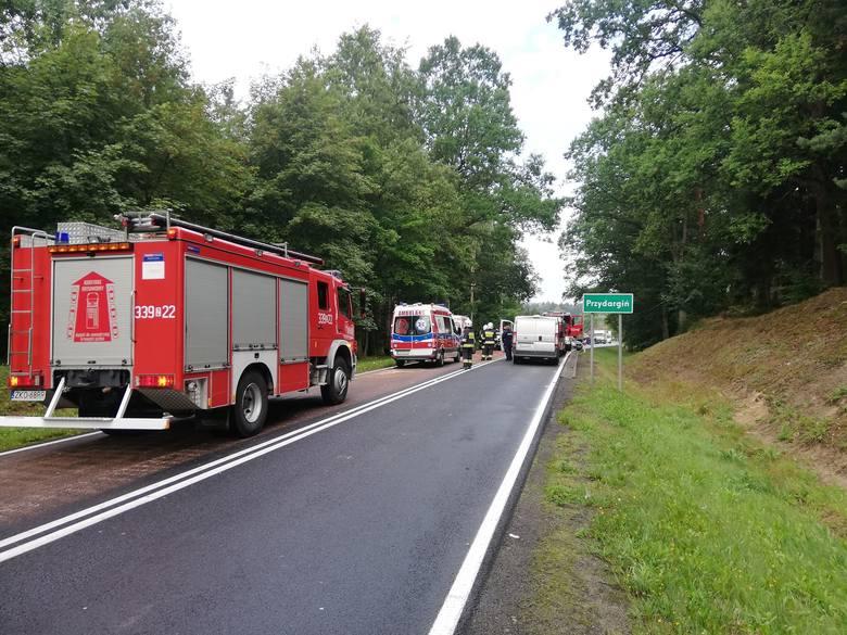 Do zdarzenia z trzema autami doszło dziś po godzinie 9 koło miejscowości Przydargiń na drodze krajowej nr 11. Kierujący samochodem osobowym Opel, jadący