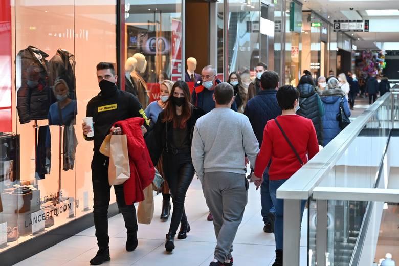 W sobotę, 20 lutego, wiele osób zdecydowało się wybrać na zakupy do Galerii Echo w Kielcach. Zwłaszcza, że trwają ostatnie dni wielkich wyprzedaży i