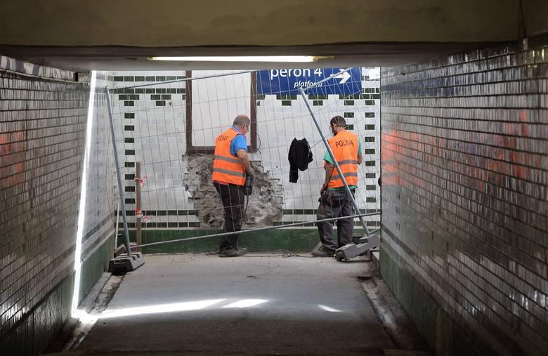 Trwają roboty wokół inowrocławskiego dworca PKP. Ekipy rozpoczęły budowę parkingu od strony ul. Magazynowej oraz tunel, który połączy dworzec z tą ulicą.
