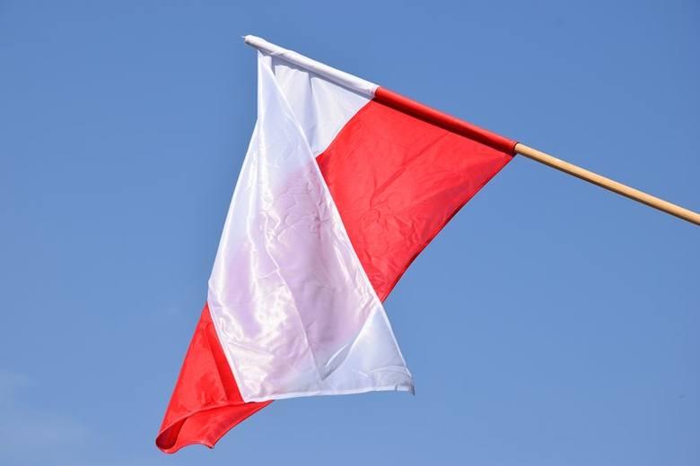 Flagi dla mieszkańców. Dostaniesz za darmo w starostwie w Zduńskiej Woli
