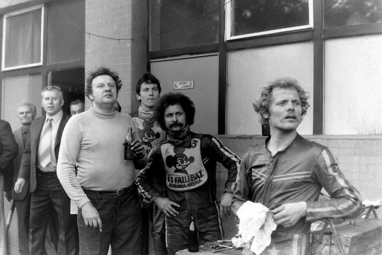 Co to były za emocje. Na zdjęciu mechanik Tadeusz Tumiłowicz, Wiesław Pawlak i Stefan Żeromski- Prawie 40 lat temu, w 1981 roku, żużlowcy Falubazu Zielona