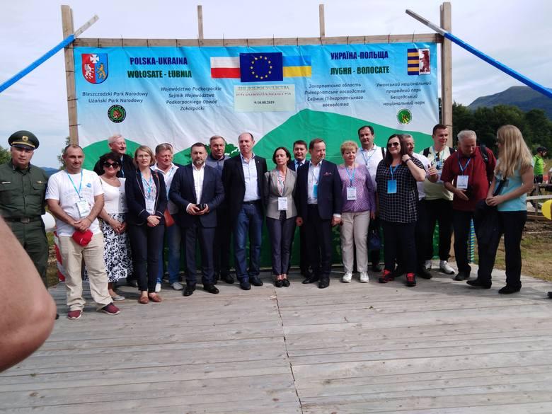 Atrakcja turystyczna w Bieszczadach. 1600 osób przekroczyło granicę polsko-ukraińską Wołosate-Łubnia