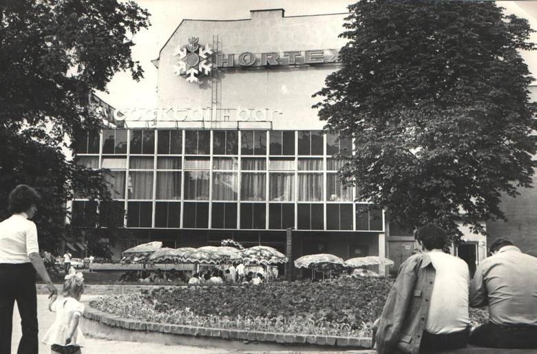 Hortex przy ul. Głogowskiej - po najlepsze słodkie zjeżdżał się tutaj cały Poznań.Przejdź dalej i zobacz kolejne zdjęcia --->POLECAMY RÓWNIEŻ:Zobacz