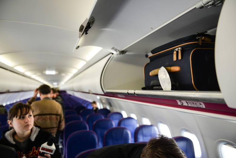WizzAir i Ryanair zmieniają politykę bagażową. Wzrosną koszty niektórych usług, bagaże podręczne będą mniejsze, a nawet w niektórych przypadkach trzeba