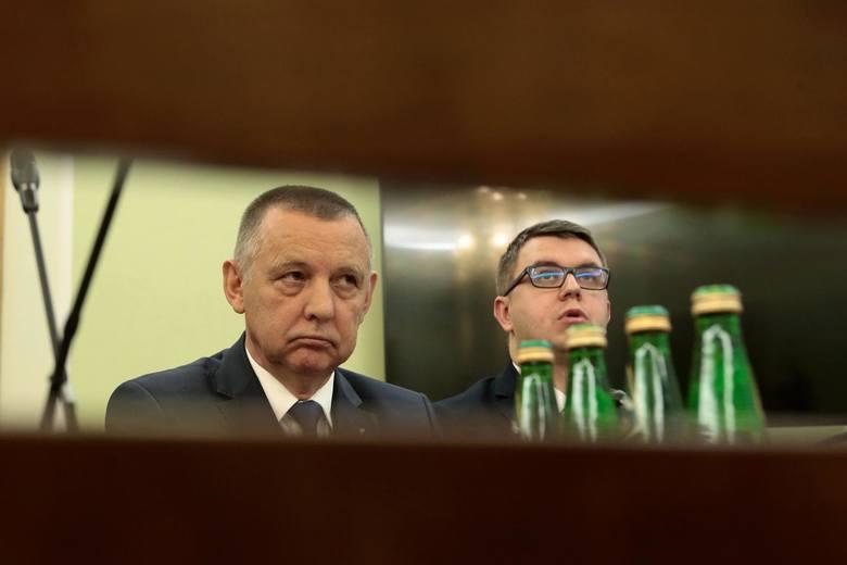 """""""DGP"""": Marian Banaś podał się do dymisji, ale Elżbieta Witek jej nie przyjęła. Prokuratura w Białymstoku wszczęła śledztwo ws. Banasia"""