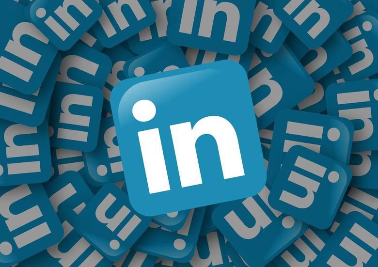 Zobacz, jak stworzyć profesjonalny profil na LinkedIn i zainteresować rekrutera.