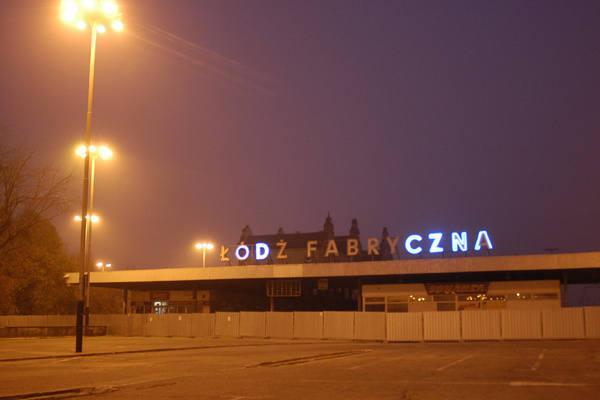 Urzędnicy tłumaczą, że miasto zapożycza się, bo musi mieć własny wkład przy staraniach o unijne dofinansowanie. <br>W przypadku dworca Łódź Fabryczna wynosi ono ponad miliard złotych.