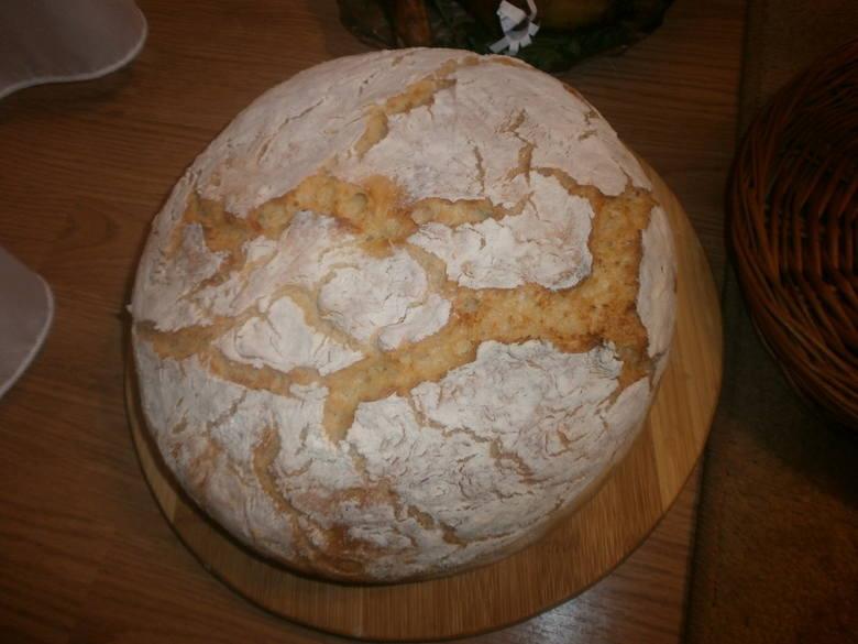 Domowy chleb pszenno-żytni nie jest trudny do zrobienia.