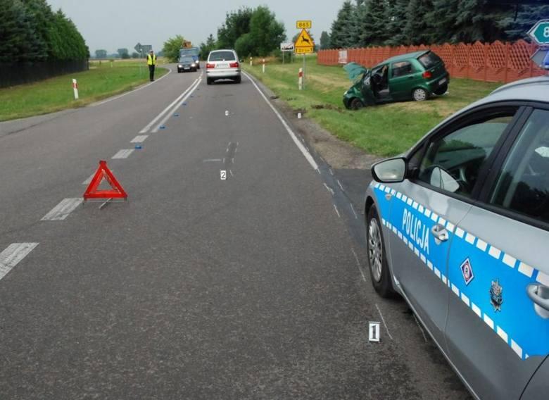 Dzisiaj (23 lipca) przed godz. 6 w Makowisku doszło do wypadku dwóch samochodów osobowych marki Seat i Daewoo. Ze wstępnych ustaleń policjantów wynika,