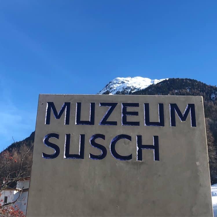 Susch otaczają pasma wysokich gór, jednak do dużych szwajcarskich miast, takich jak Zurych, Berno czy Bazyla, dotrzemy z niego dość szybko.