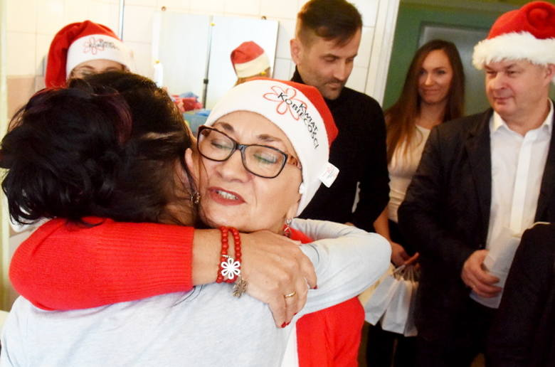 W czwartek, 6 grudnia, wolontariuszki Kwiatu Kobiecości odwiedziły panie, przebywające na jednym z oddziałów zielonogórskiego szpitala. Skąd pomysł na