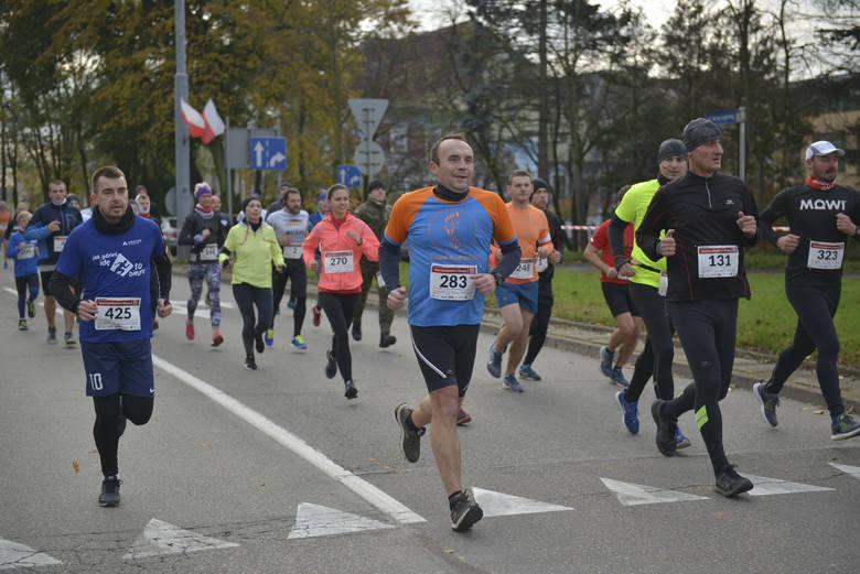 Słupski Bieg Niepodległości ukończyło 387 osób W dzisiejszym, w 101 rocznicę odzyskania Niepodległości, Słupskim Biegu Niepodległości dystans 10 kilometrów
