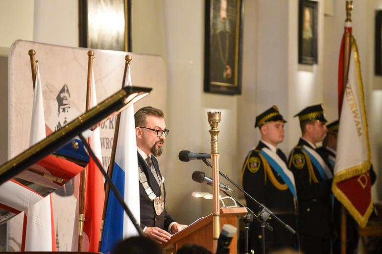 Uroczysta sesja Rady Miasta Torunia rozpoczęła obchody setnej rocznicy powrotu Torunia do Polski. W Ratuszu Staromiejskim, poza władzami miasta, pojawili
