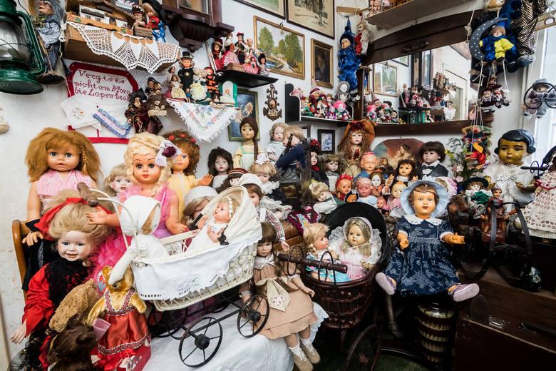 Nie wszystkie lalki w kolekcji Anki są bardzo stare czy wartościowe. Ale każda z nich ma swoją historię. I dlatego każda jest niezwykła.