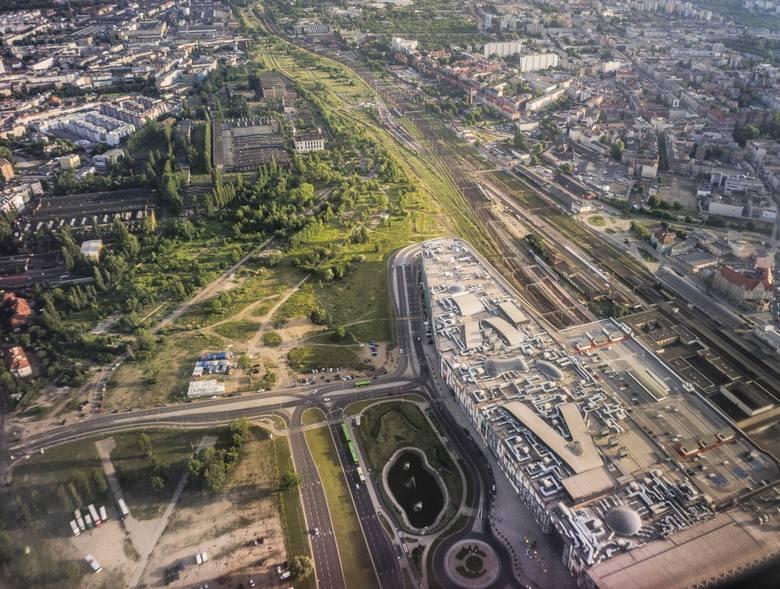 Na razie na terenie Wolnych Torów wybudowano galerię handlową. Jest też dworzec Poznań Główny i PKS