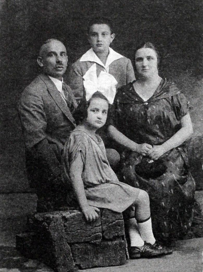 Aktor razem z rodzicami i siostrą Ireną, podczas łódzkich czasów