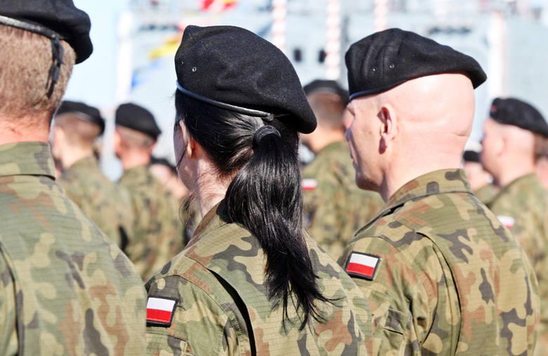 Dziś Święto Wojska Polskiego. Choć służba w wojsku kojarzy się bardziej z mężczyznami, to nie brakuje tam również kobiet. Gdzie pracują kobiety w wojsku?