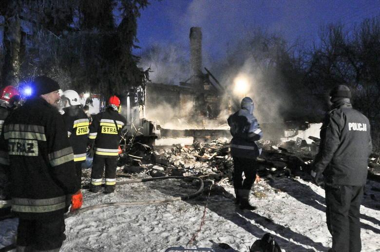 W pożarze domu spłonął 2,5-letni chłopczyk [10x ZDJĘCIA]