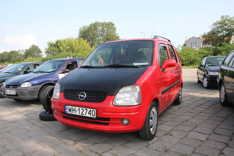 Giełda samochodowa w Ostrołęce. Zdjęcia, ceny