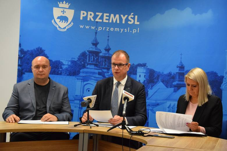 Ogłoszono wyniki tegorocznej edycji budżetu obywatelskiego. Zwycięskie zadania będą realizowane w 2020 r. Nz. od lewej radny Marcin Kowalski, przewodniczący