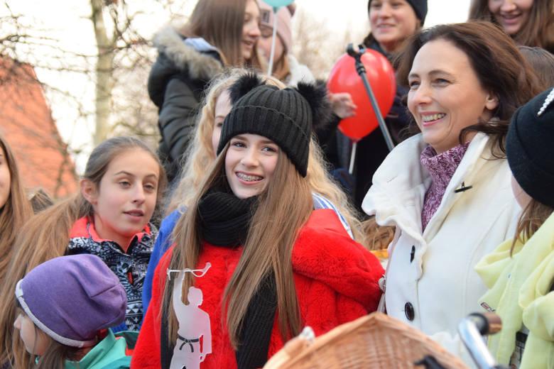 Zwyciężczyni Eurowizji Junior pojawiła się dziś na rynku w Jaśle. Tu na Roksanę Węgiel czekał m.in. burmistrz i tłum jaślan, którzy przyszli powitać