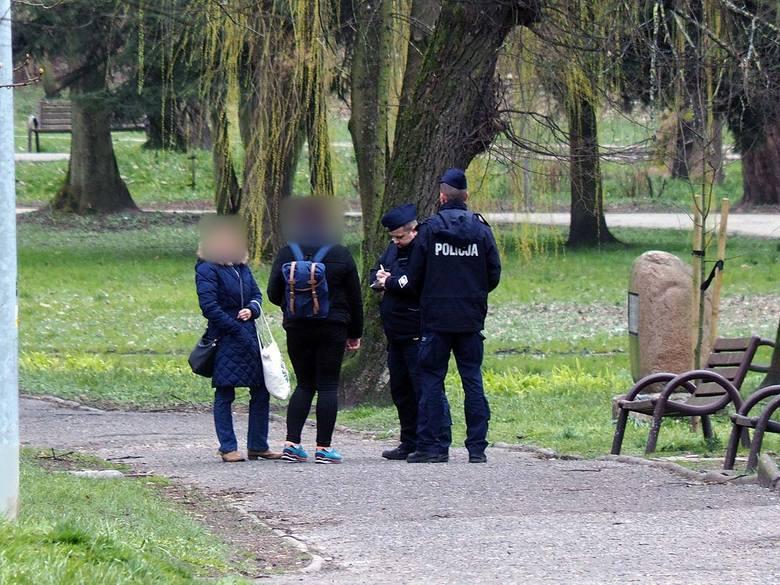 Koronawirus: Koszalińska policja kieruje wnioski do sądu za łamanie zasad walki z pandemią