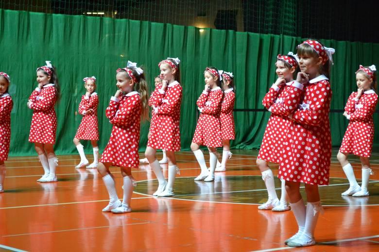 """We wtorek w hali widowiskowo-sportowej MCKiS odbyła się taneczną część Festiwalu Kultury Dzieci i Młodzieży """"Jawor"""". Wzięli w niej udział tancerze z"""
