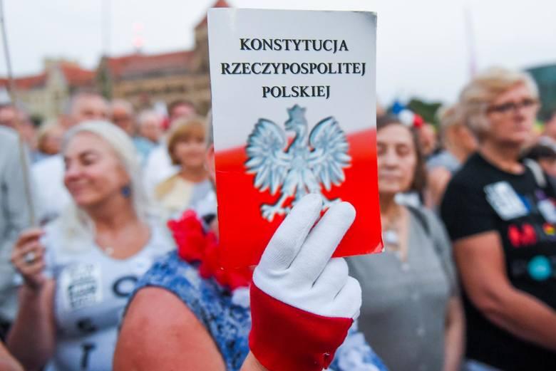 23.07.2018 poznan lg protest sad najwyzszy lancuch swiatla plac mickiewicza. glos wielkopolski. fot. lukasz gdak/polska press