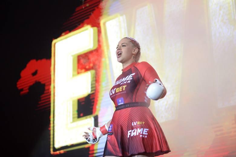 """Fame MMA 5 za nami. Monika """"Esmeralda"""" Godlewska pokonała Ewelinę """"Ewelonę"""" Kubiak z Warsaw Shore na gali w Ergo"""