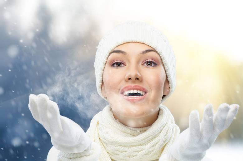 Zimowa pora roku to nie lada wyzwanie dla naszej cery. Gdy temperatura na dworze osiąga bliskie zeru lub minusowe wartości, panujący chłód i mroźne powietrze