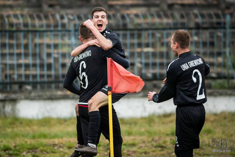 Chemik Moderator Bydgoszcz - Unia Gniewkowo 2:2 w meczu IV ligi kujawsko-pomorskiej. Gdy Szymon Maziarz wykorzystał rzut karny w 87. minucie spotkania,