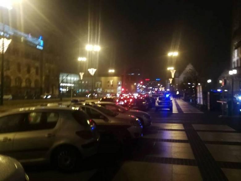 Od wielu lat goście spotkań noworocznych u prezydenta Poznania zastawiają swoimi samochodami ul. Święty Marcin