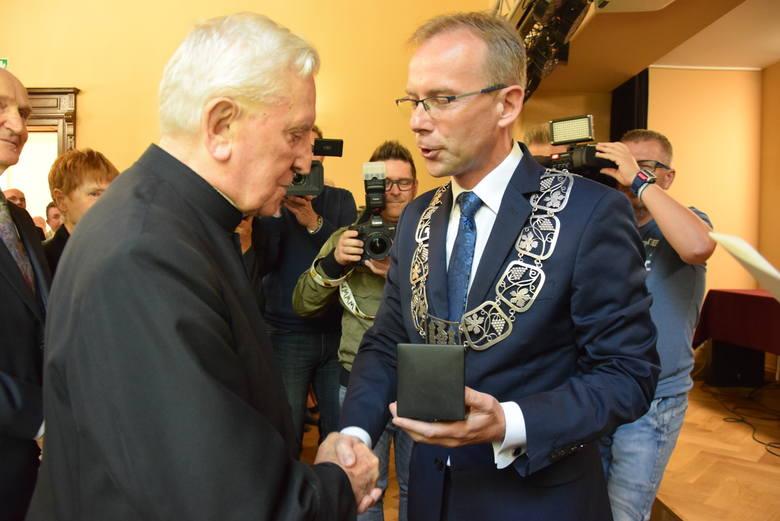 10 września 2019. Uroczysta sesja rady miasta w pałacu w Zielonej Górze Starym Kisielinie.