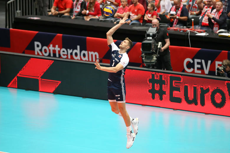 Zobacz zdjęcia z Ahoy Areny w Rotterdamie, gdzie w poniedziałek reprezentacja Polski odniosła trzecie zwycięstwo w mistrzostwach Europy. Biało-Czerwoni