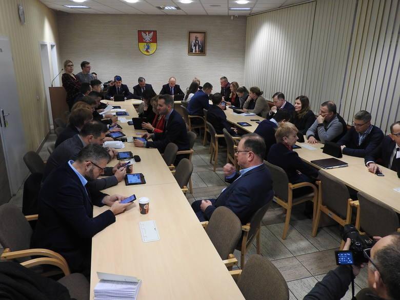 Nadzwyczajna sesja Rady Miasta Białystok. Niższe opłaty przekształceniowe nie przeszły. PiS nie przekonał KO