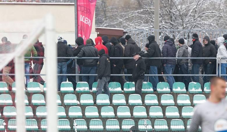 Kibice opuszczają stadion