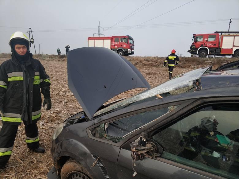 Do wypadku doszło w czwartek na drodze pomiędzy Dębowem, a Białobokami w powiecie przeworskim. Kierująca fordem na łuku drogi straciła panowanie nad