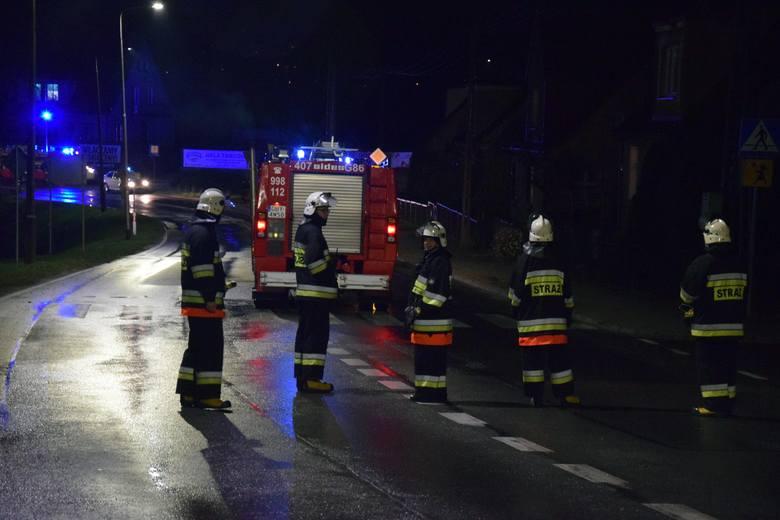 Do tragicznego wypadku doszło w poniedziałek w nocy na ulicy Kazimierza Wielkiego w Miastku (droga krajowa nr 20). Na miejscu zginęła motorowerzystka