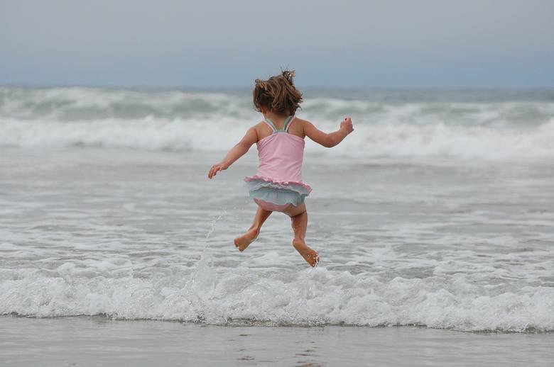 Polska plaża została wyróżniona w rankingu najbezpieczniejszych plaż w 2020 roku. Plaża na Półwyspie Helskim zajęła trzecie miejsce, wyprzedzając przy