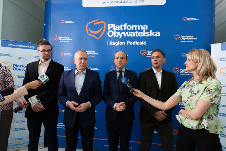 PO jest tu na Podlasiu główną siła opozycyjną - podkreślał poseł PO Robert Tyszkiewicz, przyjmując w szeregi partii działaczy Nowoczesnej. Do Białegostoku przyjechał też wiceszef PO Borys Budka.