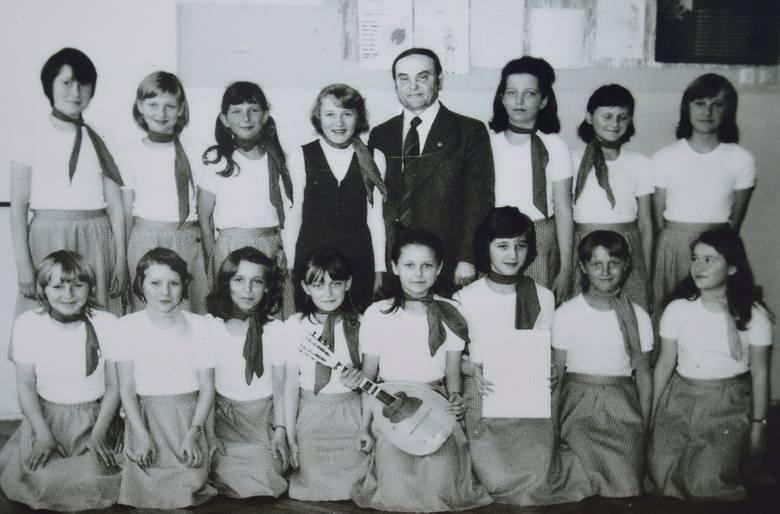 W tym roku szkoła podstawowa w Zaleziance obchodzi jubileusz 50 lecia. Jak wyglądała nauka w latach 70 tych i 80 tych? Widać to na archiwalnych fotografiach