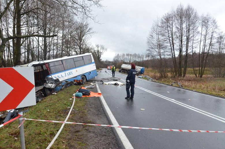 Zderzenie cysterny z autobusem