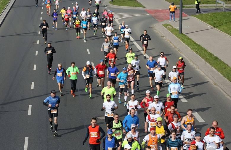 """W niedzielę odbędzie się kolejna edycja """"DOZ Maraton Łódź"""".Trasa biegu prowadzi przez całą Łódź.Praktycznie do godz. 15 miasto będzie zablokowane.Mapy,"""